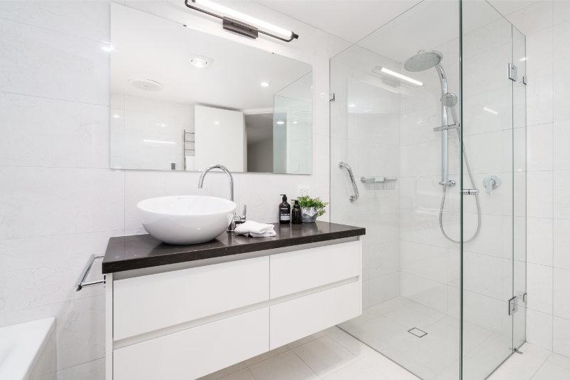 Aménager une salle de bain pour personne à mobilité réduite